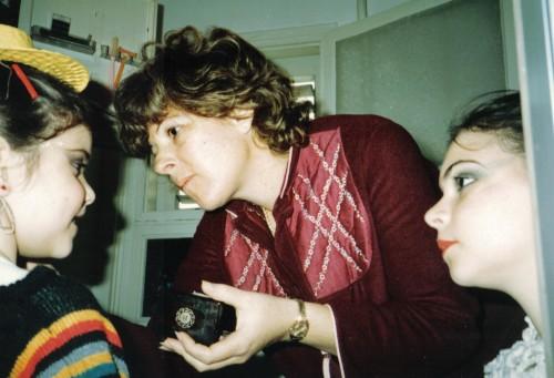 עם אמא ואביטל, 1984