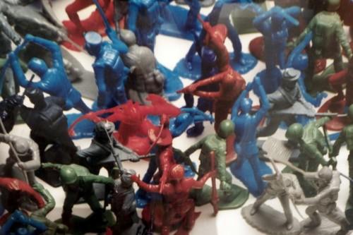 צילום מתוך Toy Soldier של Vik Muniz, מוזיאון תל אביב